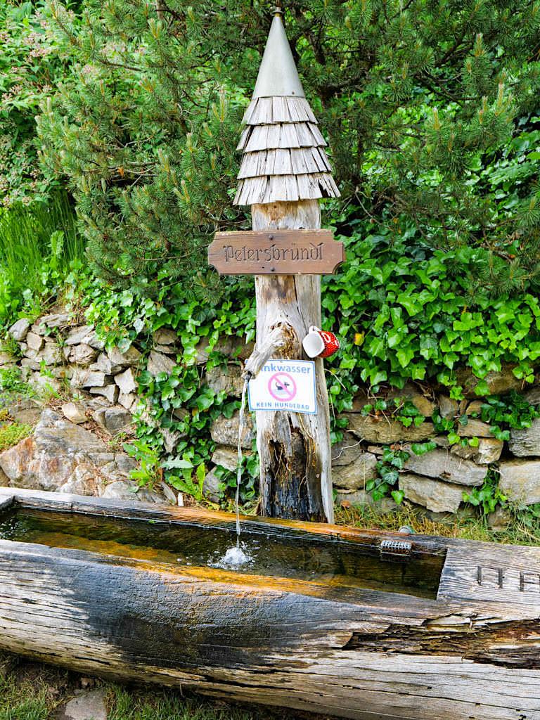 Kleindombra - Brunnen im Dorf - Slow Trail Zwergsee - Kärnten - Österreich