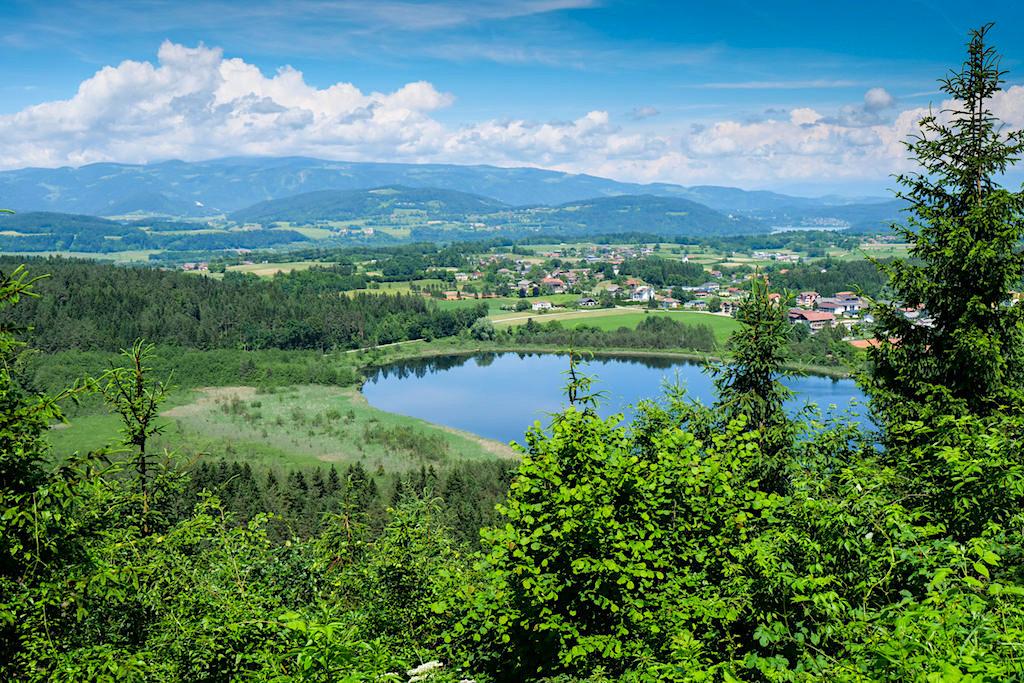 Bester Ausblick auf den Kleinsee vom Slow Trial Kitzelberg - Klopeiner See - Kärnten, Österreich