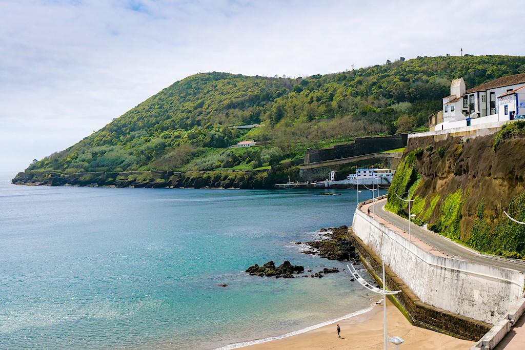 Monte Brasil vom Stand in Angra do Heroismo gesehen - Wanderwege auf Terceira - Azoren