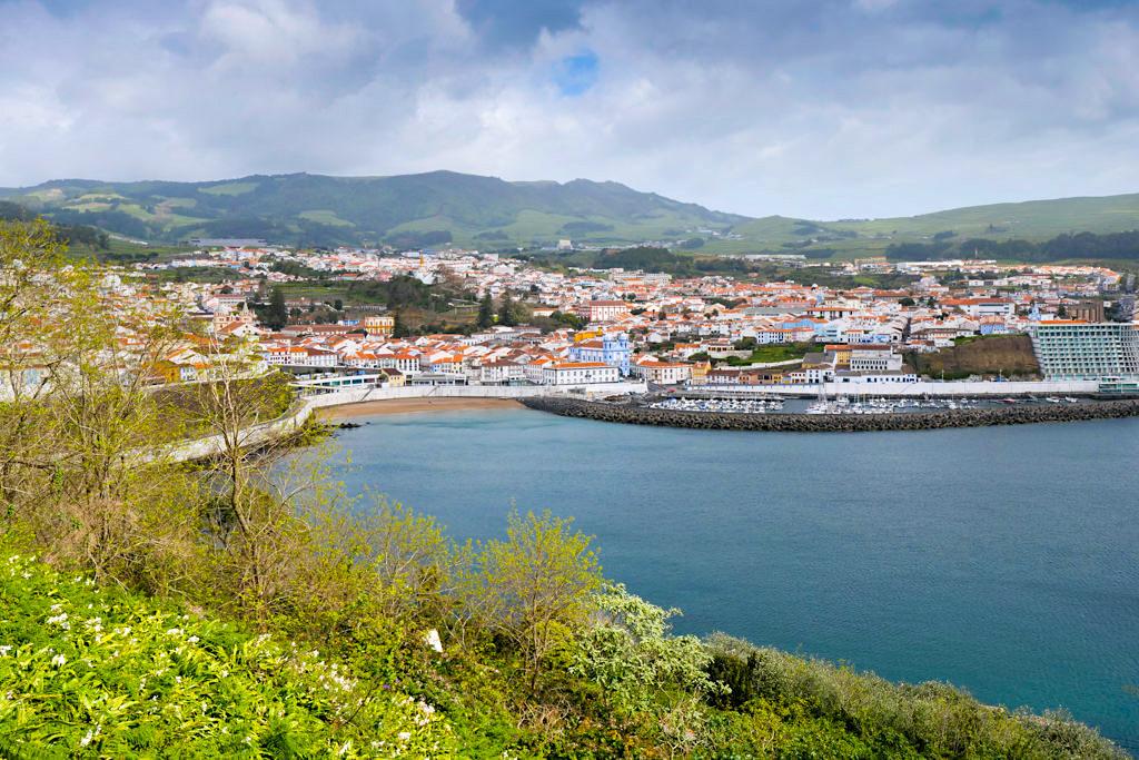 Monte Brasil - Fantastische Ausblicke auf Angra do Heroismo und die Bucht - Terceira - Azoren