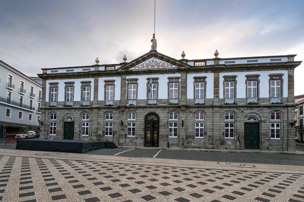 Das imposante, historische Rathaus in Angra do Heroismo - Terceira - Azoren