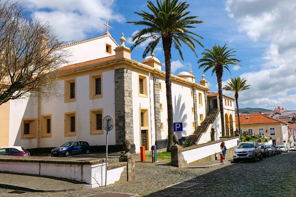 Igreja do Santissimo Salvador da Sé - Die Rückansicht der größten Kirche von Angra do Heroismo - Terceira - Azoren