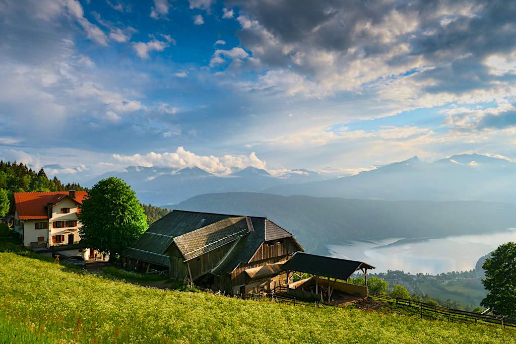 Slow Trail Mirnock - Ausblick Alpengasthof Bergfried & Millstätter See - Kärnten in Österreich
