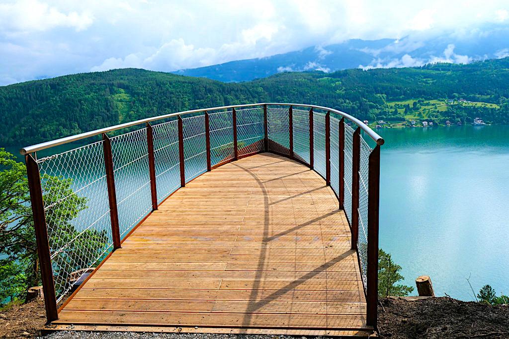 Slow Trails & Genusswandern in Kärnten - Die Waldbühne auf der Zwergsee Wanderung ist die schönste Aussichtsplattform - Österreich