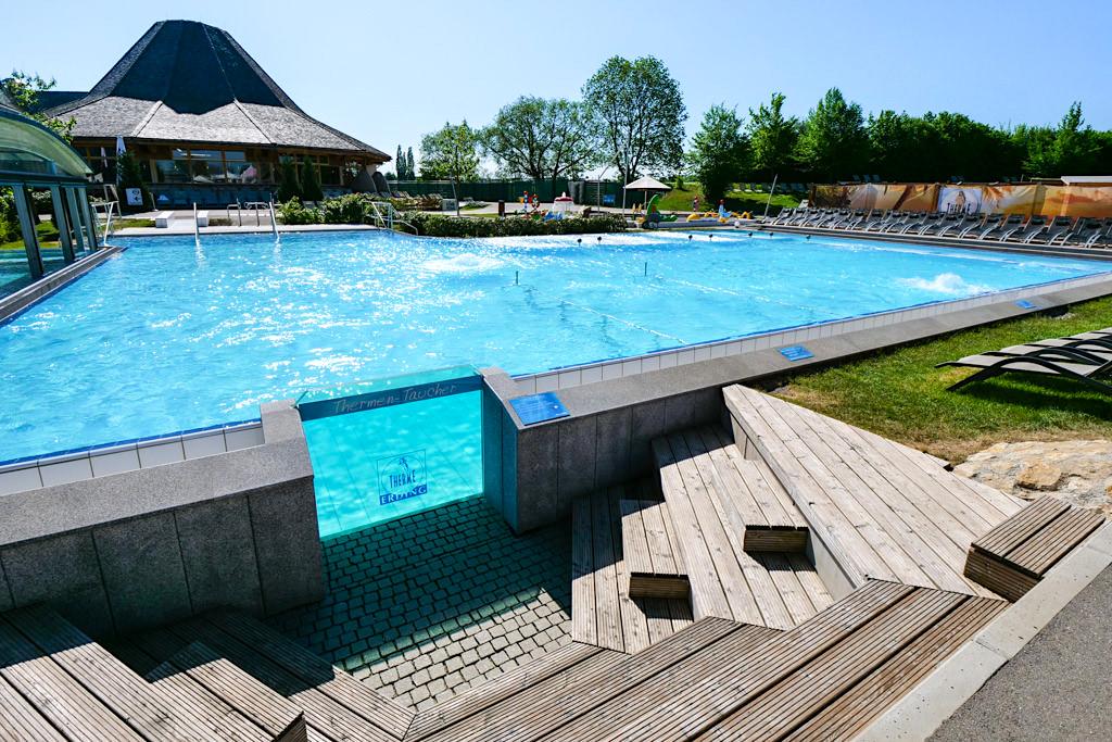 Therme Erding - Riesiger Außenpool beim Wellenbad - Bayern