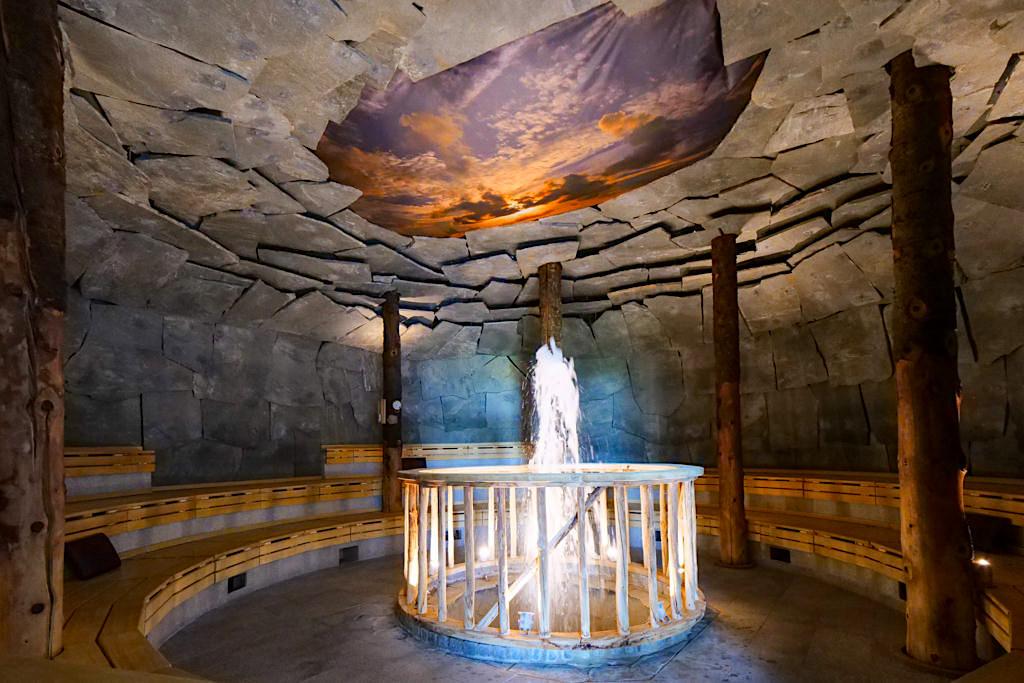 Therme Erding - Saunen & Vitaltherme: Geysirhöhle mit Wasserfontäne & beruhigender Musik - Bayern