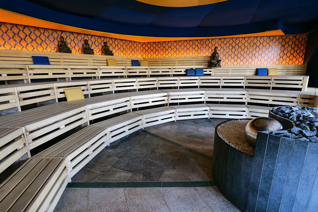 Therme Erding - Sauna & VitalTherme: Meditationssauna mit Klangschalen - Bayern