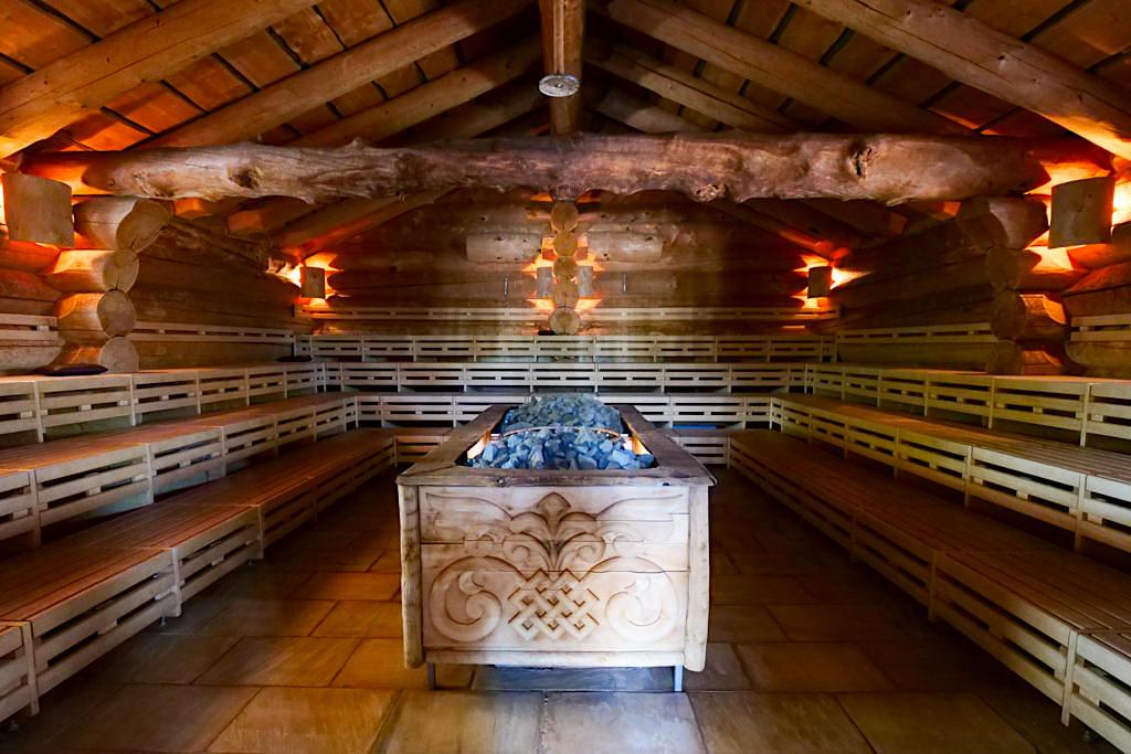 Therme Erding - Sauna & VitalTherme: Die Russische Banja ist eine Partysauna mit Wenik Aufguss & Birkenwedeln - Bayern