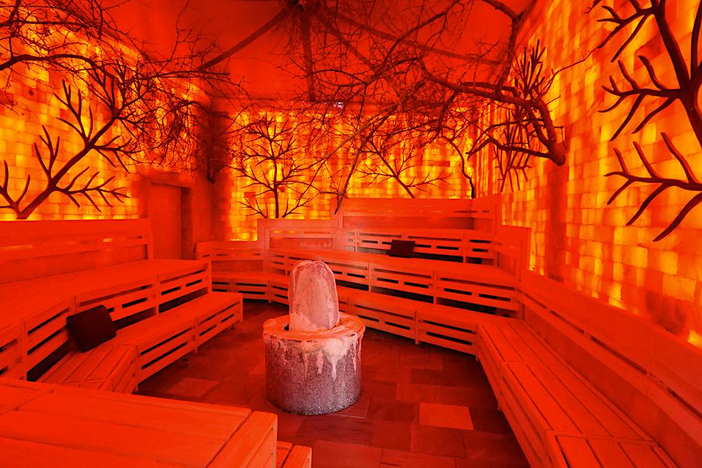 Therme Erding - Saunen & VitalTherme: Salzsteinzimmer mit Ganzkörper Minaralsalz-Peeling - Bayern