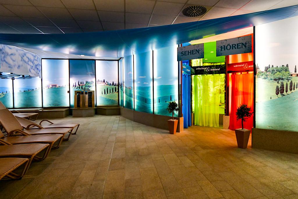 Therme Erding - Sinnesreise in Form von Licht und Farben in der Therme - Bayern