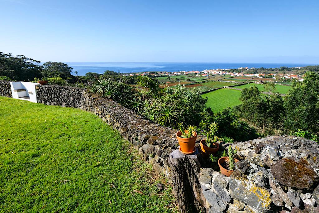 Vale dos Milhafres - Garten mit tollem Ausblick - Übernachtungsempfehlung für Terceira - Azoren
