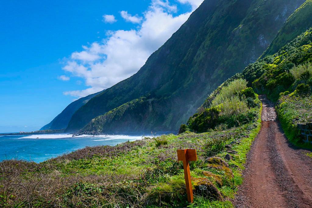 Atemberaubende Wanderung von Serra do Topo über Faja da Caldeira de Santo Cristo zur Faja Cubres - Sao Jorge, Azoren