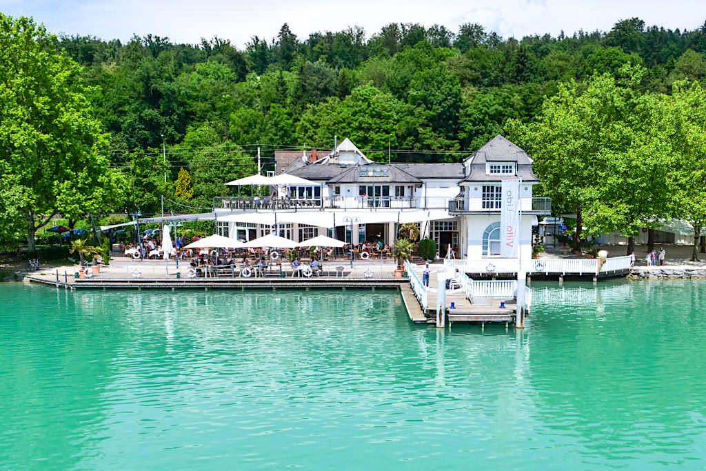 Einer der vielen Bootsanleger & Cafes am Wörthersee - Kärnten, Österreich
