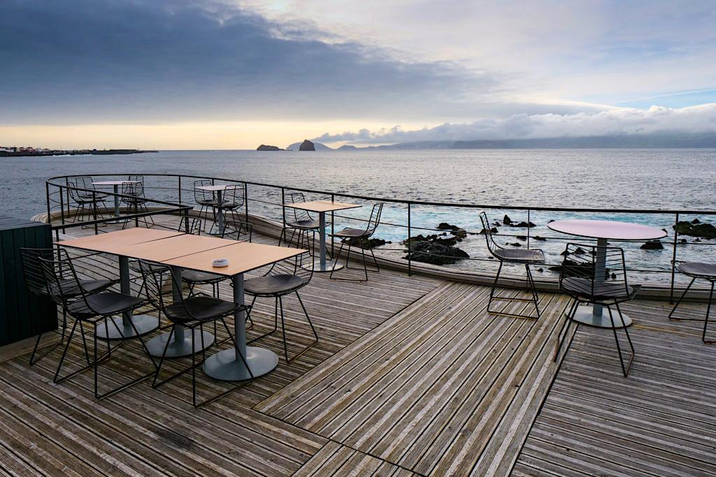 Stylische Cellar Bar - Grandioser Ausblick von der Dachterrasse bis nach Faial - Pico, Azoren