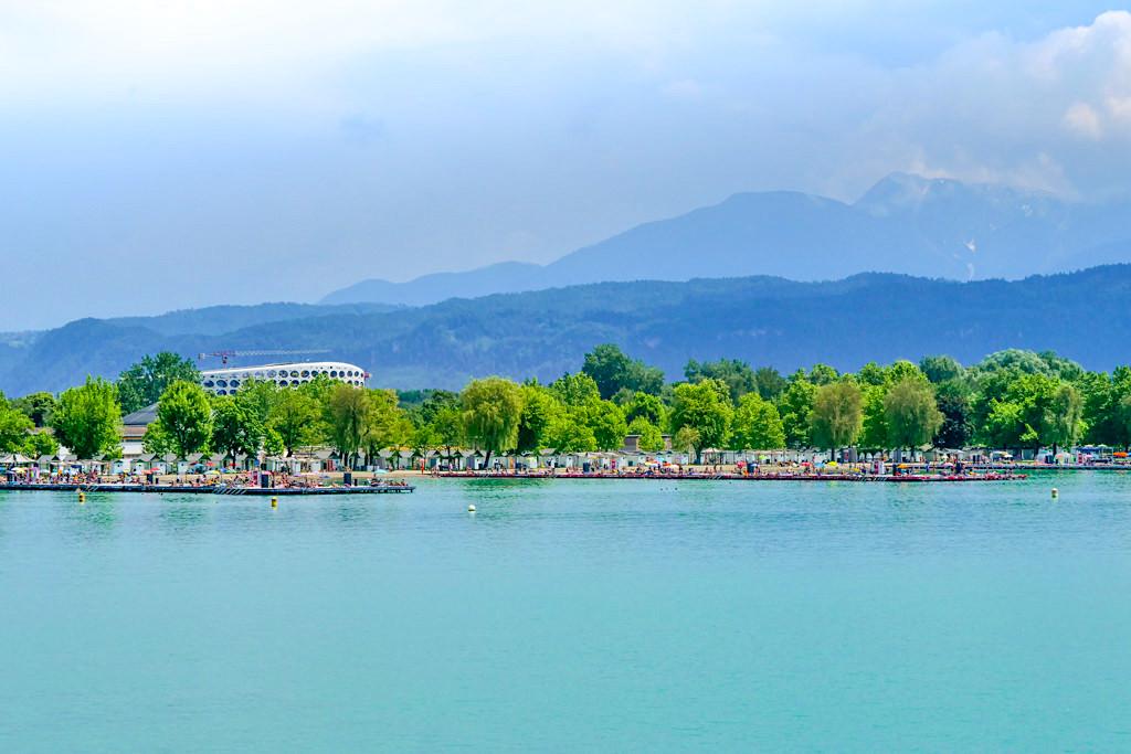 Das Strandbad Klagenfurt ist eines der größten Binnenseebäder Europas - Kärnten, Österreich
