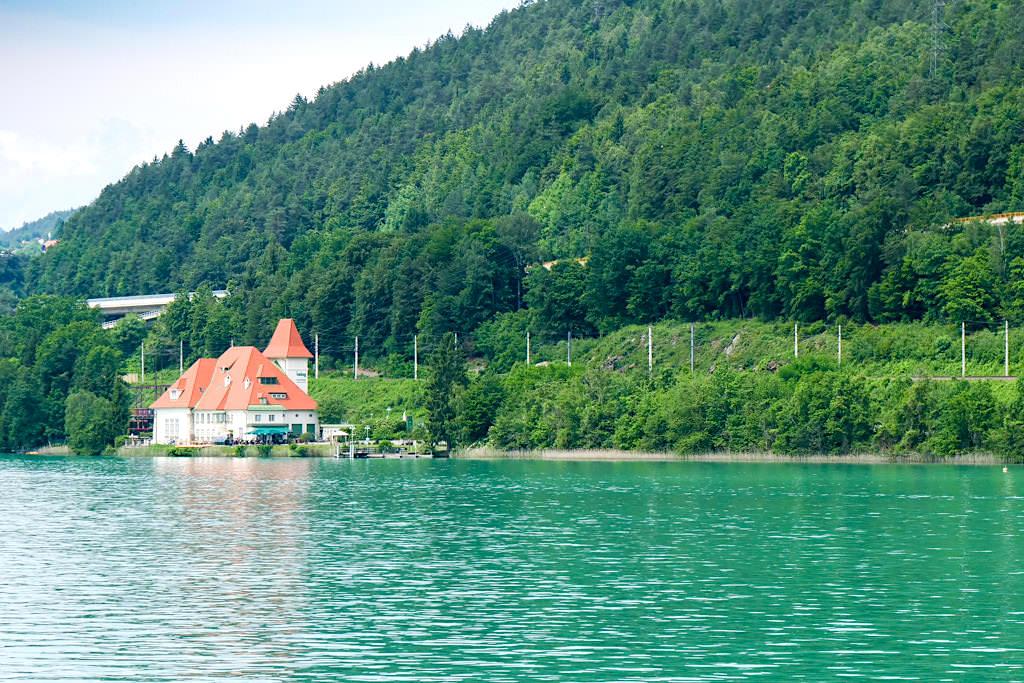 Kraftwerk Forstsee erbaut wie eine Villen in Wörthersee Architektur - Wörthersee - Kärnten, Österreich