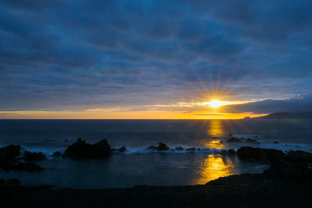 Laja das Rosas im UNESCO Welterbe Weinanbaugebiet -Bester Spot Sonnenuntergänge auf Pico - Azoren