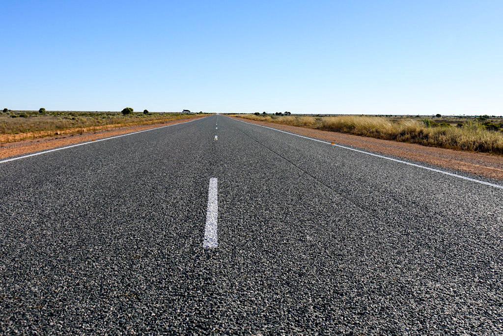 Nullarbor - 90 Mile Straight oder mit 146 km die längste geradeaus Straße Australiens - Western Australia