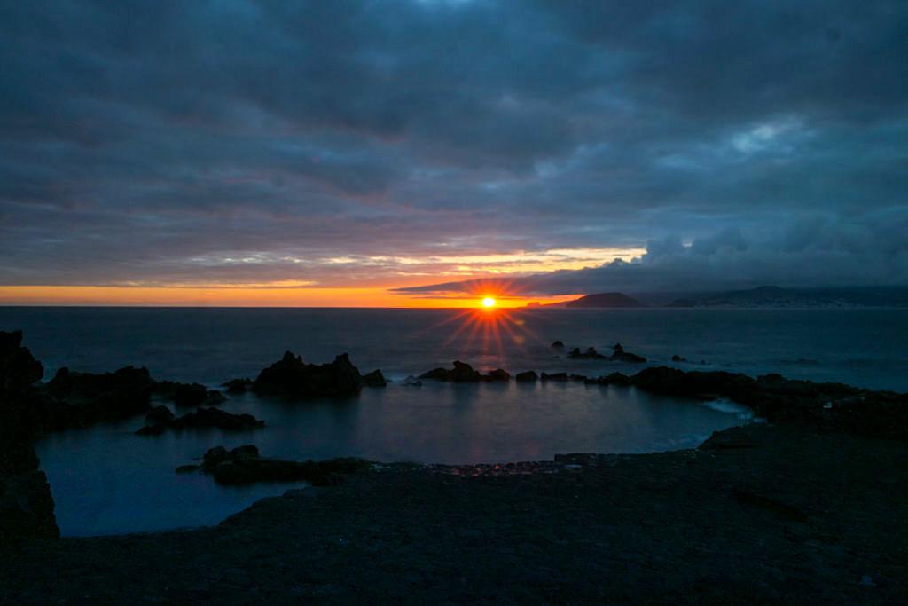 Pico - Bester Ort für Sonnenuntergänge: mit Blick auf Faial & Vulkan Capelinhos - Azoren