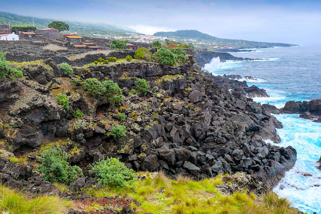 Pontinha: bezauberndes Dorf mit Weinterrassen, Currais & Adegas - Atlantikküste im Süden von Pico - Azoren