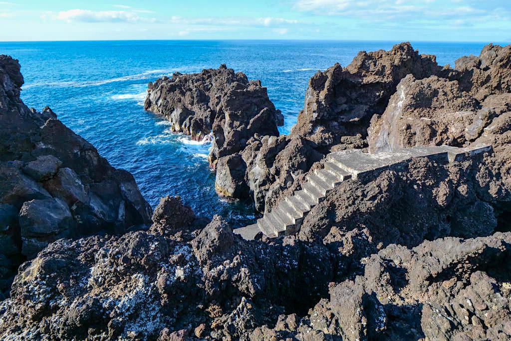 Geheimtipp: Porto Cacharro - Spektakulär zerklüftete Lavaklippen im Nordwesten von Pico - Azoren