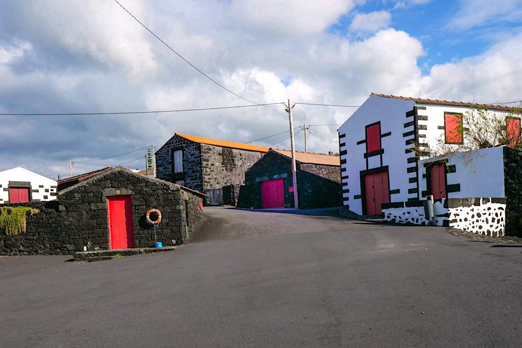 Porto Cachorro mit seinen historischen, schönen Adegas - Zona das Adegas im Nordwesten von Pico - Azoren