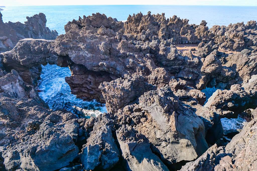 Porto Chachorro - Abenteuerliches Labyrinth aus bizarren Lavaklippen im Norden von Pico - Zona das Adegas - Azoren