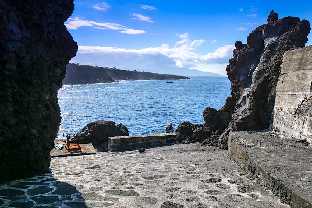 Porto Cochorro - Rola Ripas: künstliche Schneise zum Rollen der Weinfässer zu den Schiffsverladestellen - Pico, Azoren