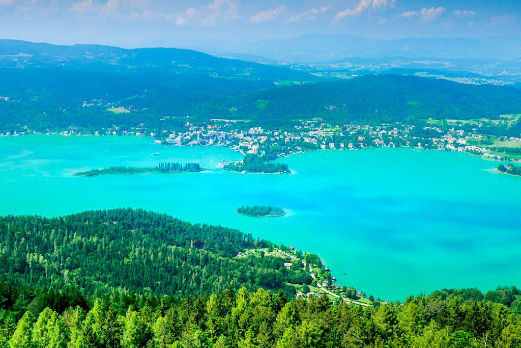 Vom Pyramidenkogel hat der Besucher den besten Ausblick über den ganzen Wörthersee & Pörtschach - Kärnten, Österreich
