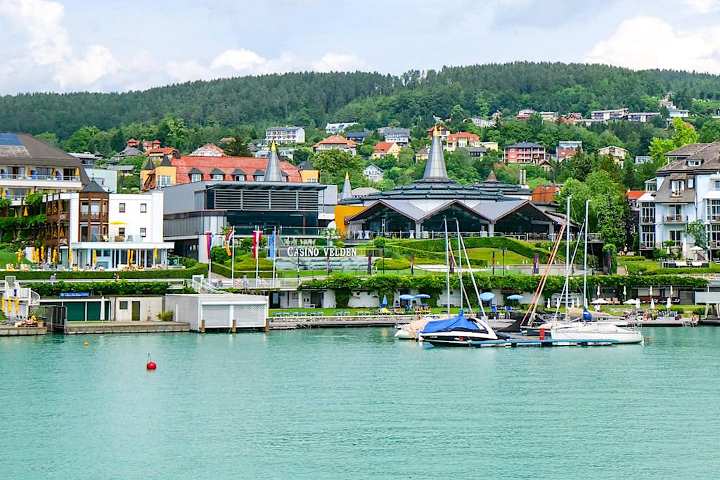 Velden - Casino: Ort mit höchster Promi-Dichte. Hier zeigt sich, wer gesehen werden will - Kärnten, Österreich