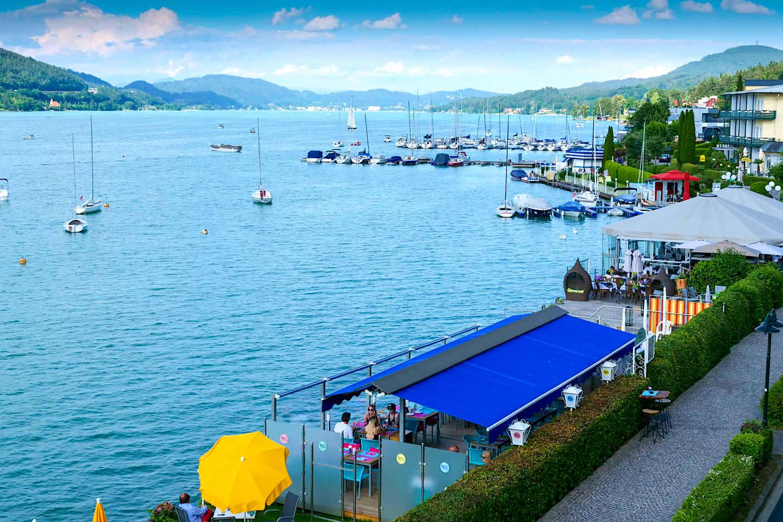 Velden - Restaurants und Bars an der Uferpromenade laden zum Relaxen und Genießen ein - Kärnten, Österreich