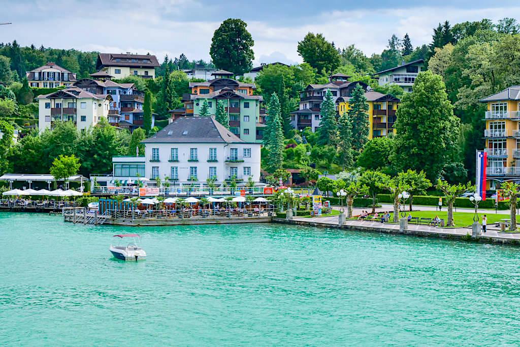 Velden - Bezaubernd schöne Uferpromenade lädt zum Flanieren ein mit Strandbädern, Restaurants & Cafes - die Grande Dame am Wörthersee - Kärnten, Österreich