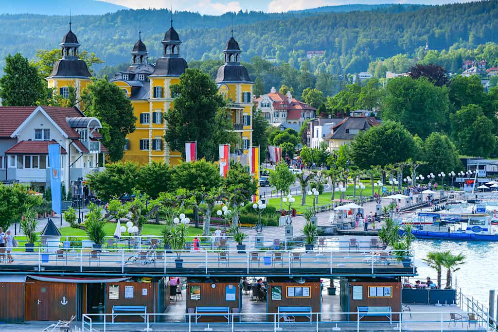Velden - Wunderschöne Uferpromenade mit vielen Strandbäder ohne Strand, Cafes & Restaurants - Kärnten, Österreich