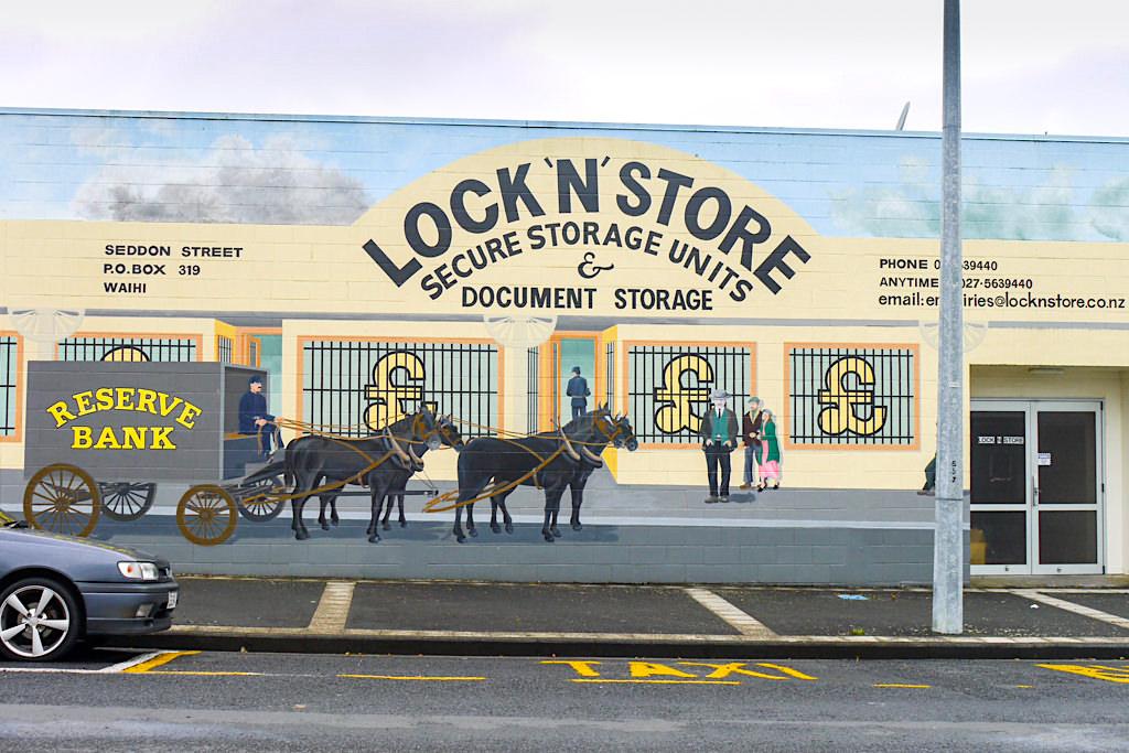 Zauberschönes, uriges Waihi - Street Art & alte Gebäude verleihen auch heute noch Goldgräber Atmosphäre - Nordinsel, Neuseeland