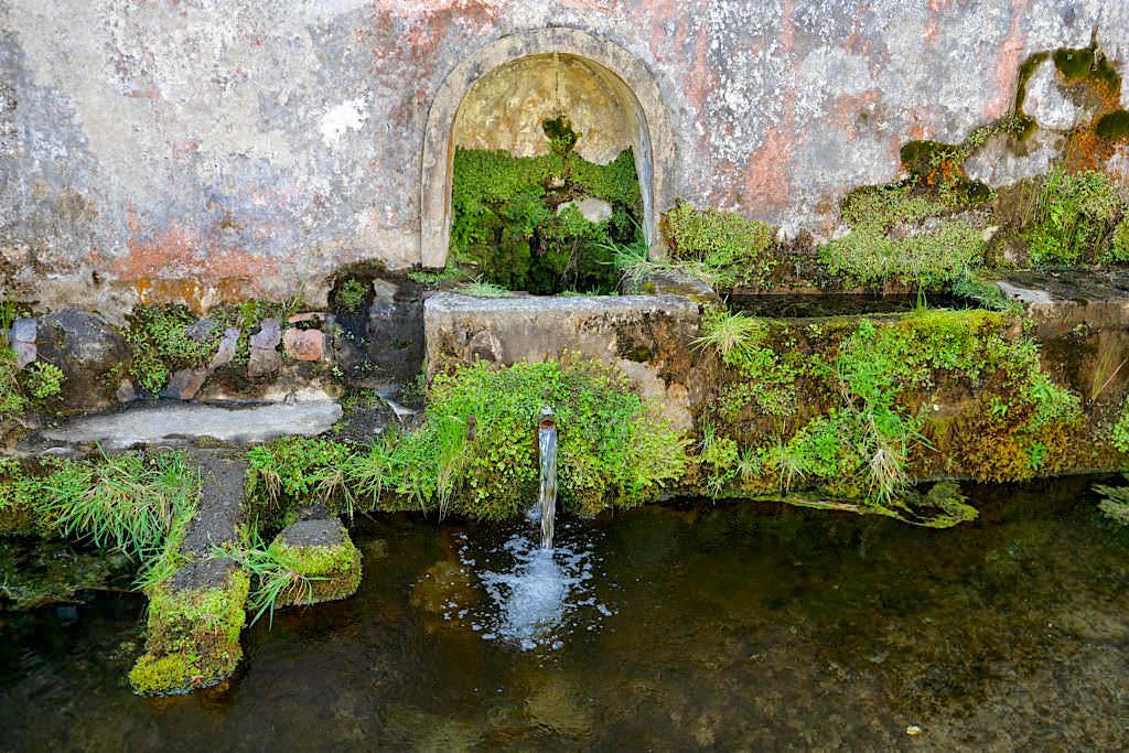 Aqua Mineral Carbo Gasosa das Lombadas: Überreste der einstigen Mineralwasserfabrik - Sao Miguel, Azoren