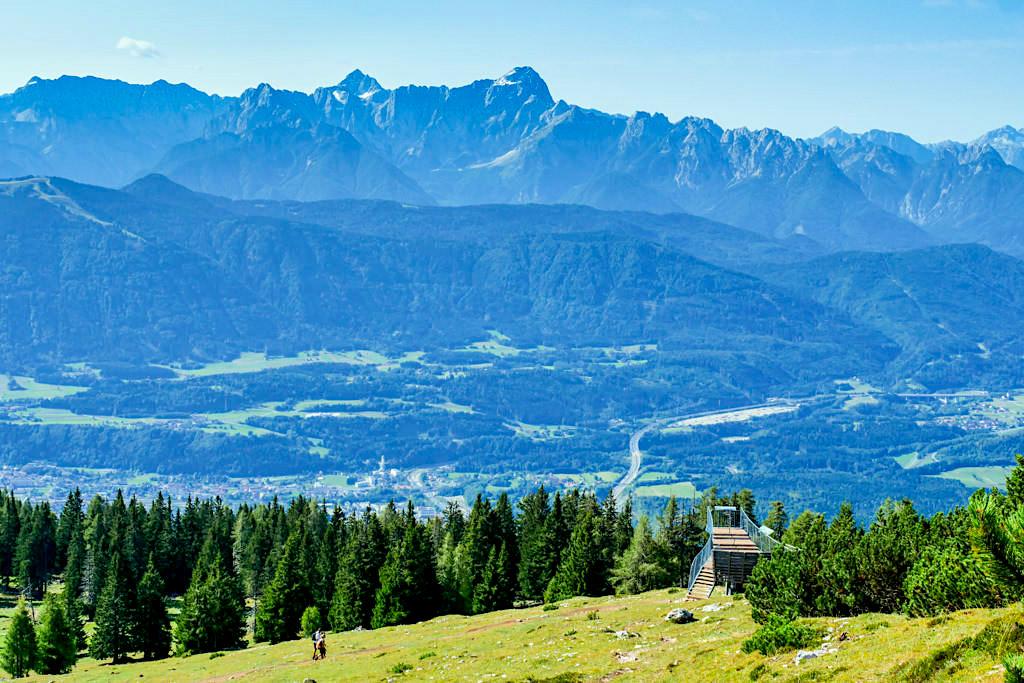 Dobratsch - Aussichtsplattform Gamsblick auf Julische Alpen, Gämse & Start des Jägersteigs - Kärnten, Österreich