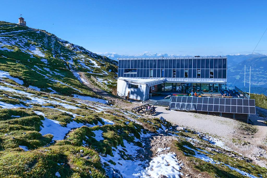 Dobratsch Gipfelhaus: untypisch, aber ökologisch - eine der 11 Berghütten des HüttenKult Region Villach - Kärnten, Österreich