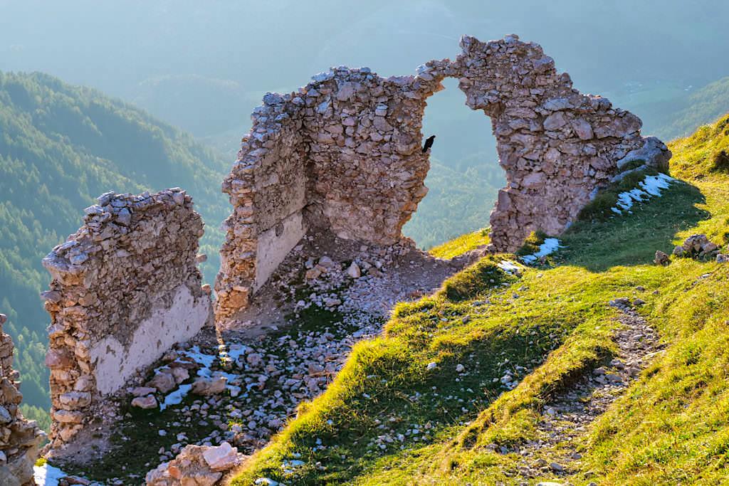 Dobratsch Gipfel - Ruine bei der Windischer Kapelle - Kärnten, Österreich