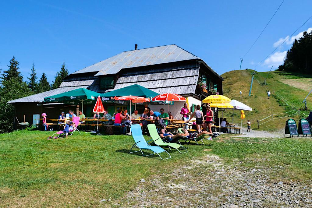 Urig gemütliche Dreiländereck Hütte - eine der 11 Berghütten beim HüttenKult in der Region Villach - Kärnten, Österreich