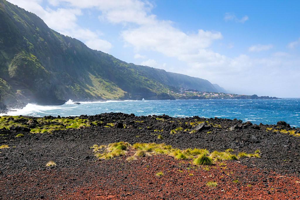 Faja da Ribeira da Areia - Spaziergänge an der Küste mit Ausblick auf Faja do Ouvidor - Sao Jorge, Azoren