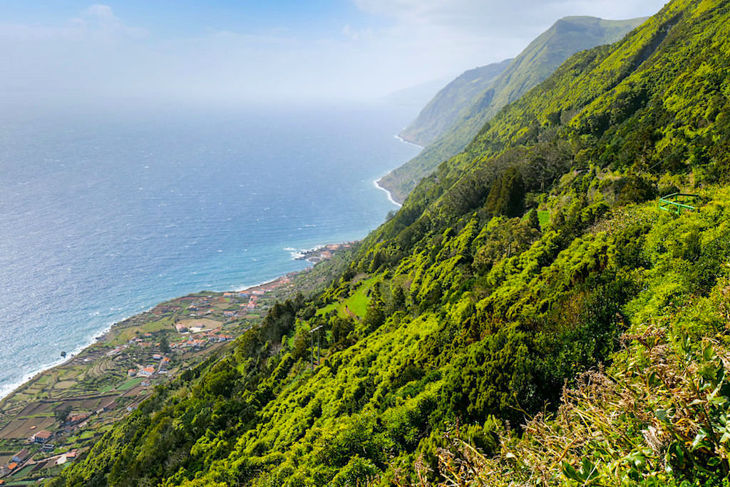 Faja de Sao Joao - Atemberaubender Ausblick auf die Fajas & Küste: schönste Fajas von Sao Joao - Azoren