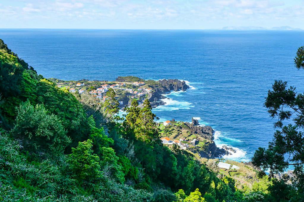 Faja do Ouvidor - Ausblick von oben auf eine der schönsten Fajas - Sao Jorge, Azoren