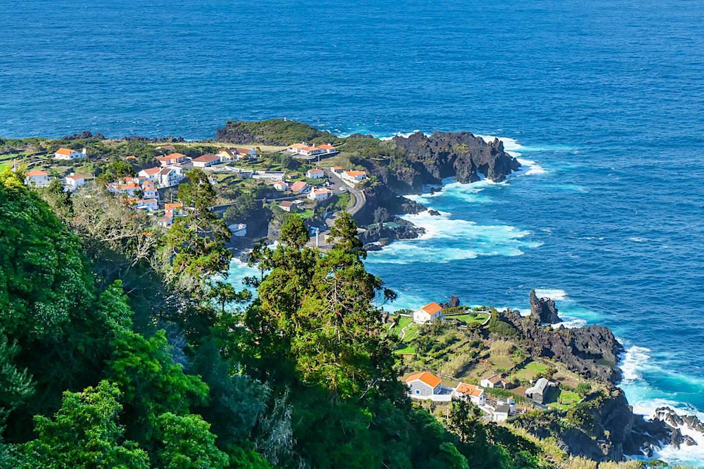 Faja do Ouvidor - Imposante, zerklüftete Küste mit schöner Siedlung - die schönsten Fajas von Sao Miguel, Azoren