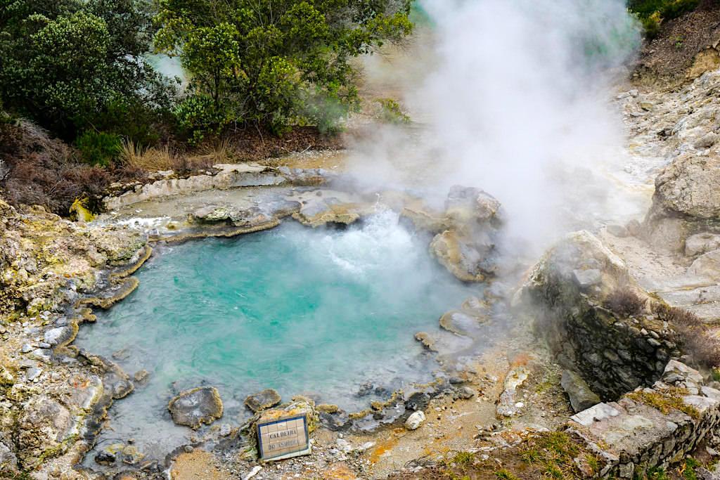 Highlights von Furnas sind die dampfende heiße Quellen genannt Caldeiras - Sao Miguel, Azoren