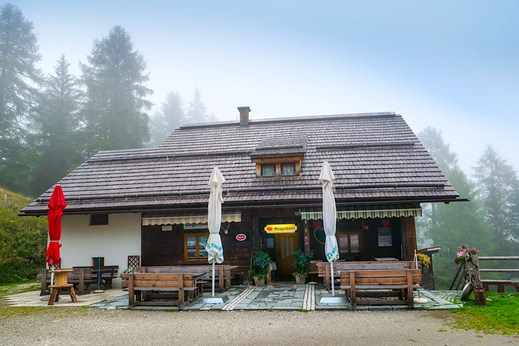 Geigerhütte in den Wöllaner Nockbergen - eine der 11 Berghütten des HüttenKults in der Region Villach - Kärnten, Österreich