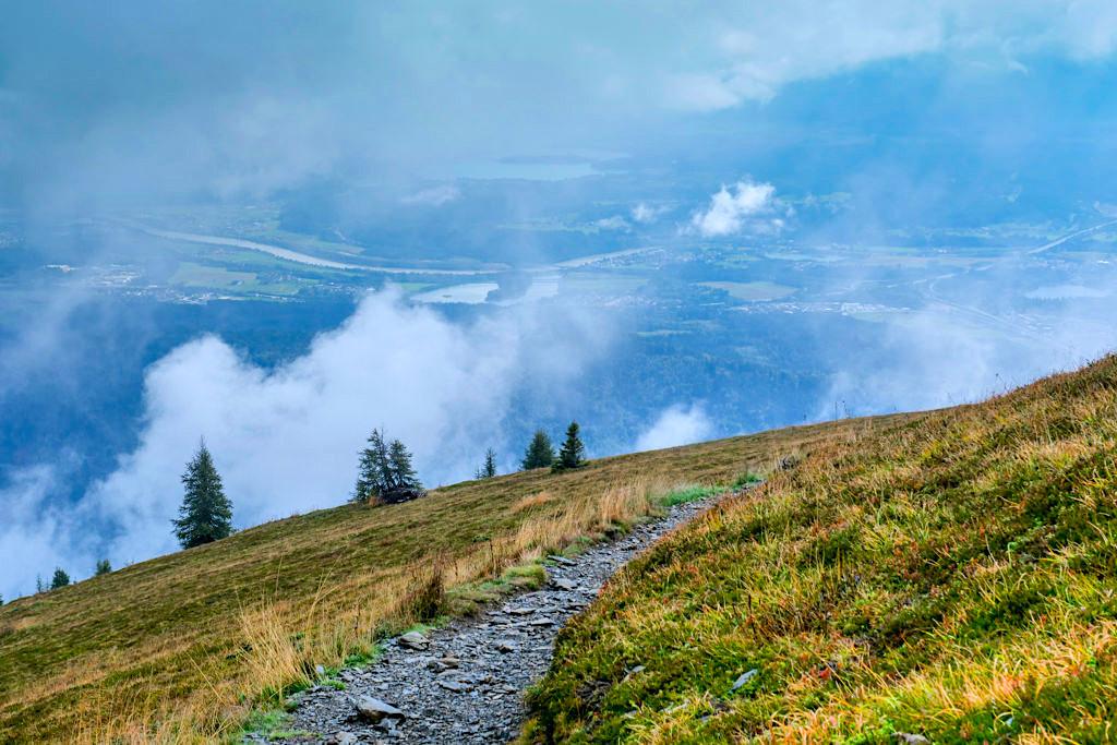 Gerlitzen Alpe Wanderungen - Ausblick auf den Ossiacher See, das Tal & die Berge - Region Villach, Kärnten - Österreich