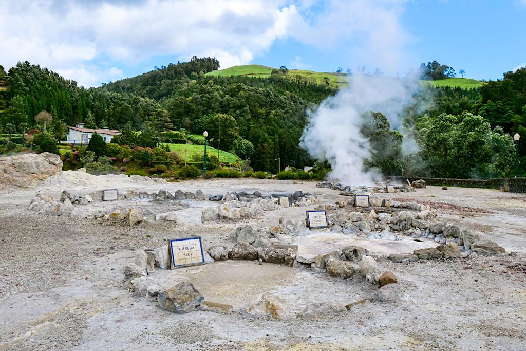 Spaziergang um die heißen Quellen in Furnas gehört zu den Highlights im Furnas Tal - Sao Miguel, Azoren