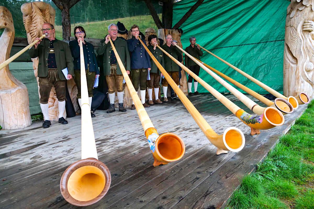 HüttenKult - Alphornbläser bei der Auftaktveranstaltung der diesjährigen HüttenKult Saison - Region Villach, Kärnten