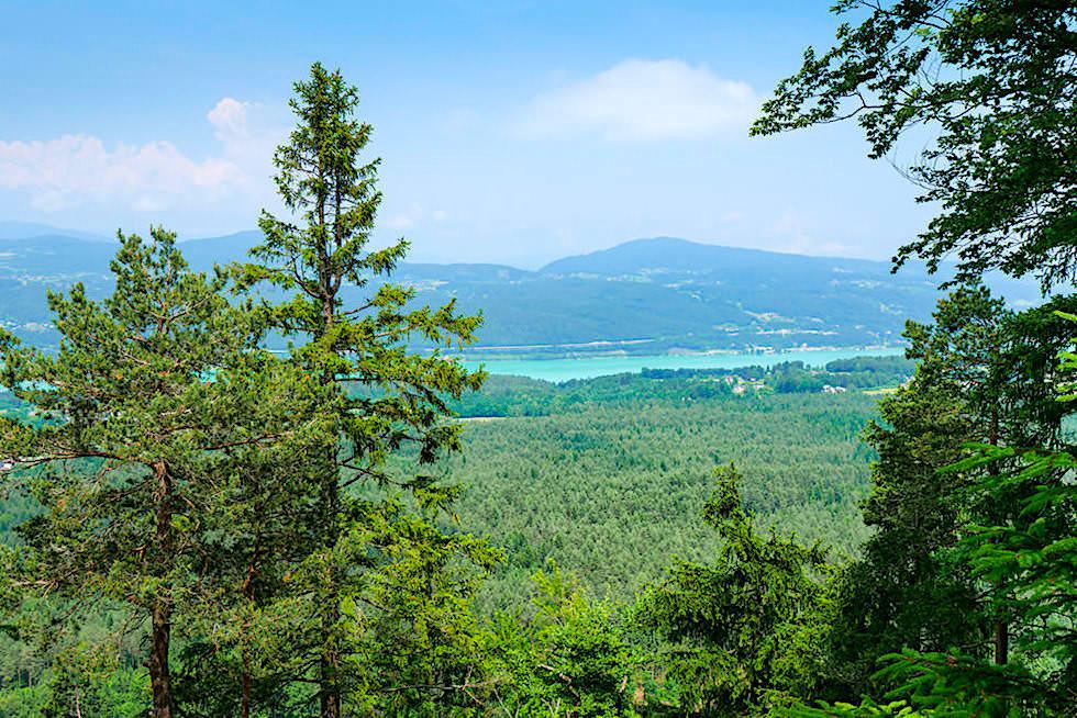 Kathreinkogel Wanderung - Grandioser Ausblick auf den Wörthersee und die Berge dahinter - Kärnten, Österreich