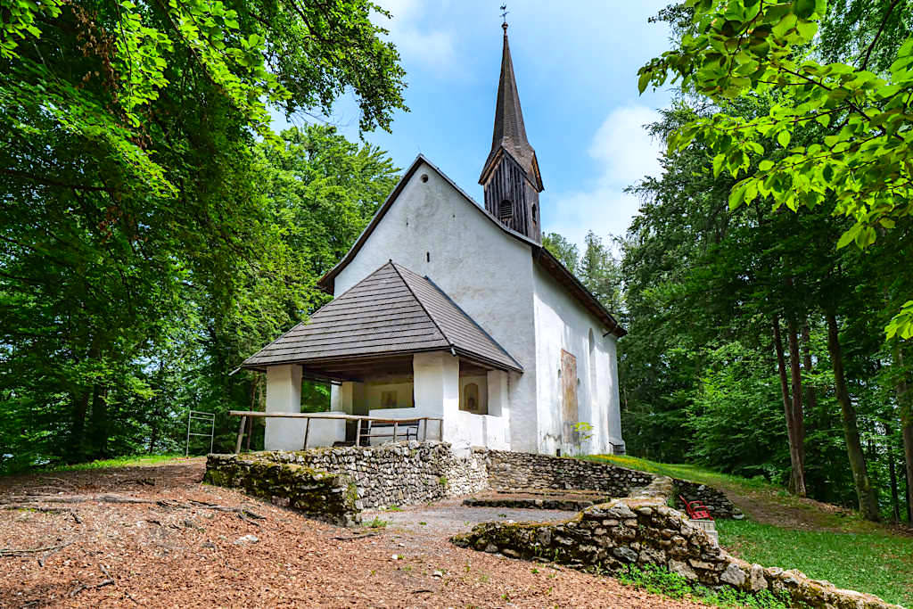 Kraftorte am Wörthersee: Kathreinkogel - Sakralkirche auf dem Gipfelplateau - Kärnten, Österreich